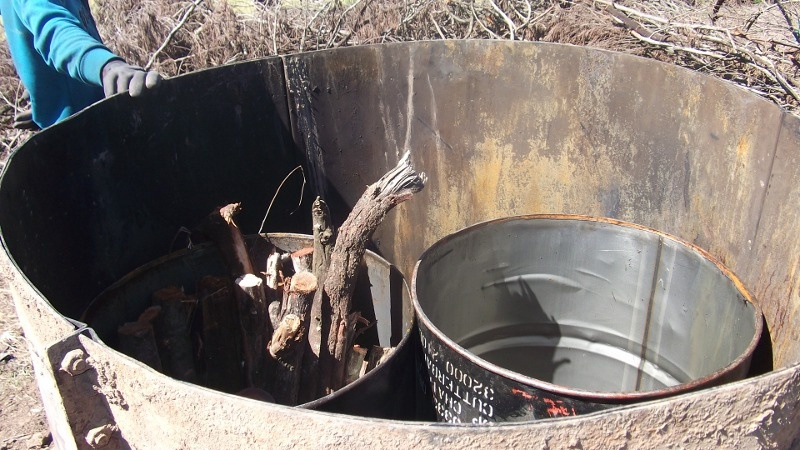 Make charcoal in your own backyard (4/6)